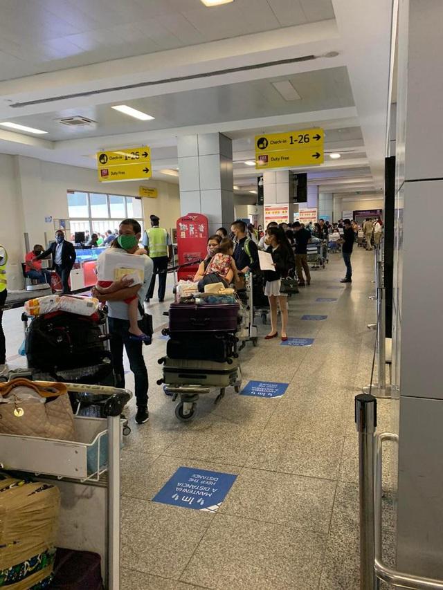 Đưa hơn 340 công dân Việt từ Angola về nước  - Ảnh 2.