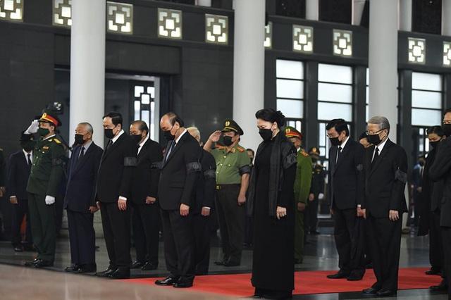 [Trực tiếp] Tổ chức trọng thể lễ viếng nguyên Tổng Bí thư Lê Khả Phiêu  - Ảnh 4.