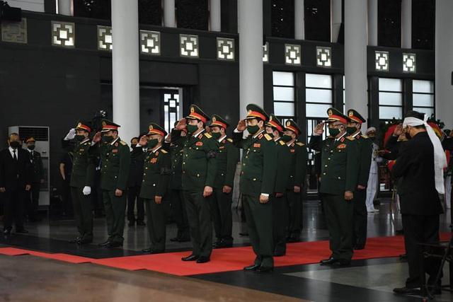 [Trực tiếp] Tổ chức trọng thể lễ viếng nguyên Tổng Bí thư Lê Khả Phiêu  - Ảnh 12.