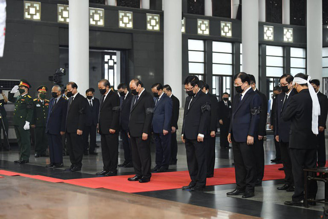 [Trực tiếp] Tổ chức trọng thể lễ viếng nguyên Tổng Bí thư Lê Khả Phiêu  - Ảnh 5.