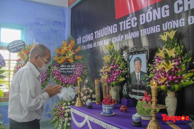 Lãnh đạo, nhân dân Thừa Thiên Huế viếng nguyên Tổng Bí thư Lê Khả Phiêu tại làng Rồng - Ảnh 7.