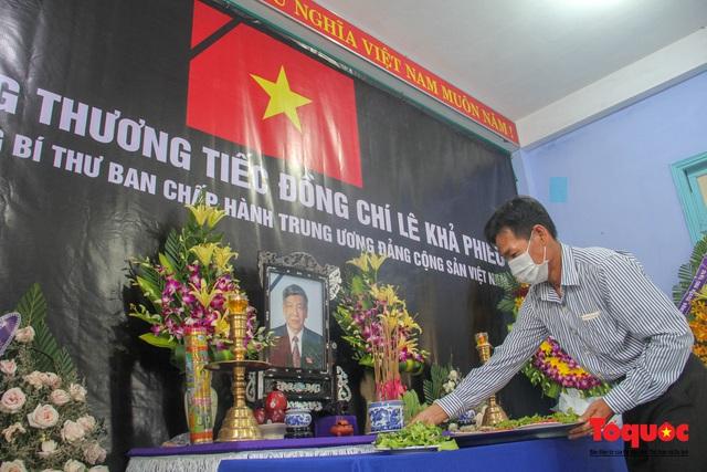 Lãnh đạo, nhân dân Thừa Thiên Huế viếng nguyên Tổng Bí thư Lê Khả Phiêu tại làng Rồng - Ảnh 11.