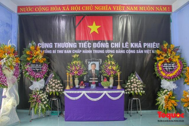 Lãnh đạo, nhân dân Thừa Thiên Huế viếng nguyên Tổng Bí thư Lê Khả Phiêu tại làng Rồng - Ảnh 5.
