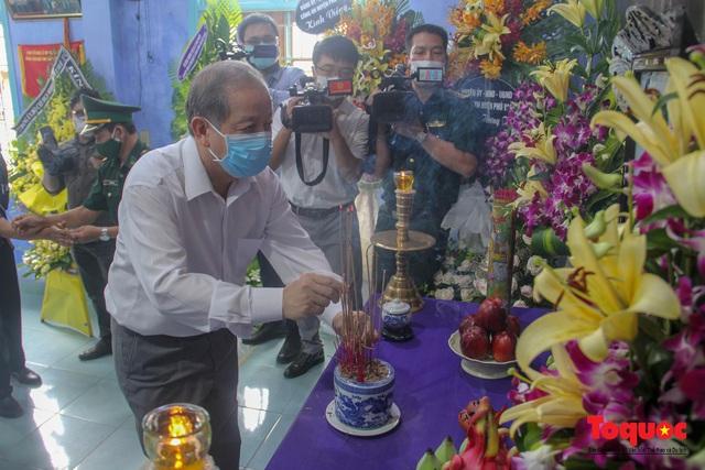 Lãnh đạo, nhân dân Thừa Thiên Huế viếng nguyên Tổng Bí thư Lê Khả Phiêu tại làng Rồng - Ảnh 9.