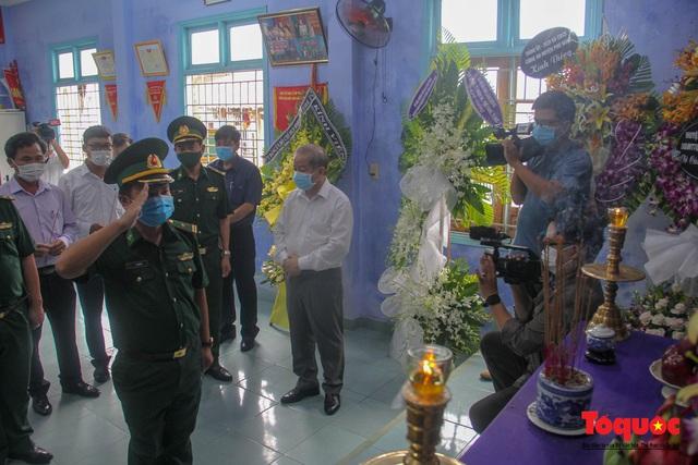 Lãnh đạo, nhân dân Thừa Thiên Huế viếng nguyên Tổng Bí thư Lê Khả Phiêu tại làng Rồng - Ảnh 10.