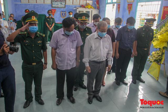 Lãnh đạo, nhân dân Thừa Thiên Huế viếng nguyên Tổng Bí thư Lê Khả Phiêu tại làng Rồng - Ảnh 8.
