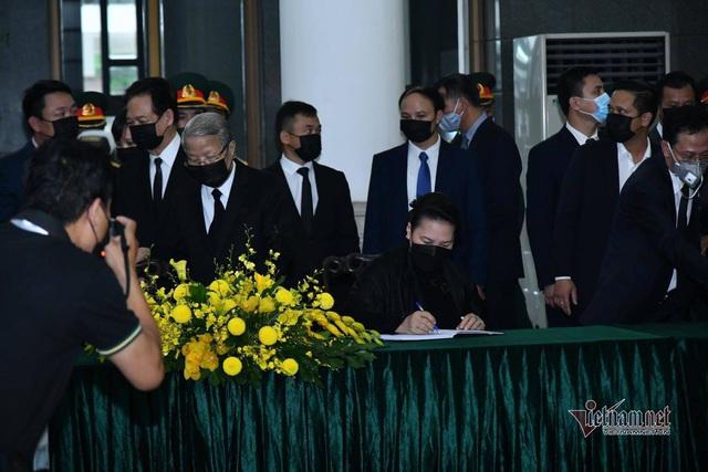 [Trực tiếp] Tổ chức trọng thể lễ viếng nguyên Tổng Bí thư Lê Khả Phiêu  - Ảnh 8.