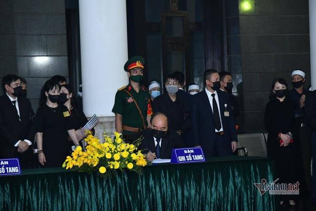 [Trực tiếp] Tổ chức trọng thể lễ viếng nguyên Tổng Bí thư Lê Khả Phiêu  - Ảnh 6.