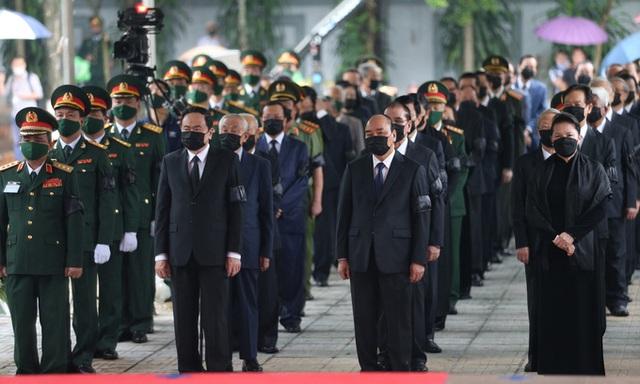 [Trực tiếp] Tổ chức trọng thể lễ viếng nguyên Tổng Bí thư Lê Khả Phiêu  - Ảnh 3.