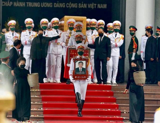 Cử hành trọng thể lễ truy điệu và an táng nguyên Tổng Bí thư Lê Khả Phiêu - Ảnh 10.