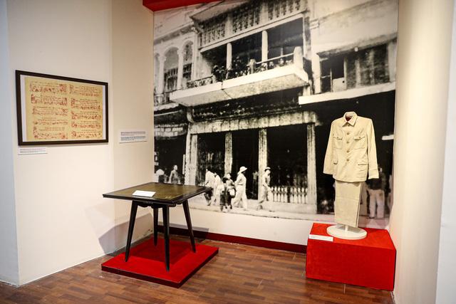 """Khai mạc chuyên đề """"Ngày Độc lập 2 - 9"""": Trưng bày những hiện vật gắn với lịch sử dân tộc - Ảnh 5."""