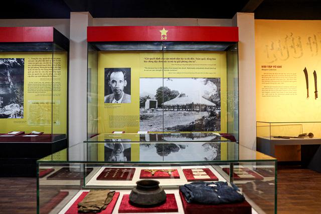 """Khai mạc chuyên đề """"Ngày Độc lập 2 - 9"""": Trưng bày những hiện vật gắn với lịch sử dân tộc - Ảnh 6."""