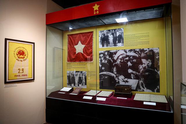 """Khai mạc chuyên đề """"Ngày Độc lập 2 - 9"""": Trưng bày những hiện vật gắn với lịch sử dân tộc - Ảnh 4."""