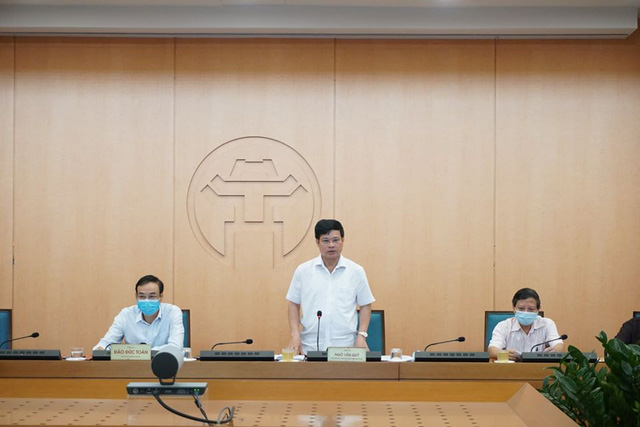 Phó Chủ tịch Hà Nội yêu cầu làm rõ trách nhiệm việc người dân đổ về Phủ Tây Hồ đi lễ chiều 19/8 - Ảnh 1.