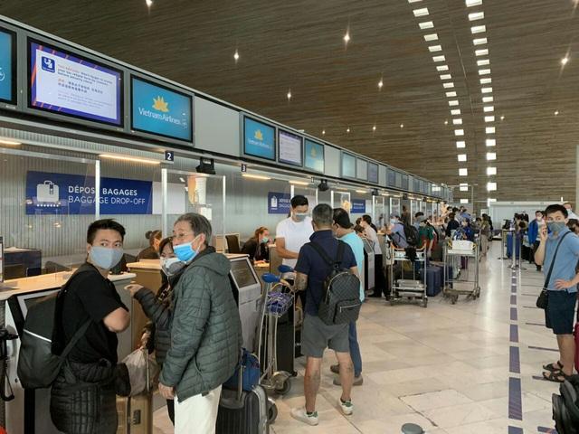 Liên tiếp các chuyên bay đưa công dân Việt Nam từ các nước châu Âu, châu Phi, châu Á về nước - Ảnh 2.
