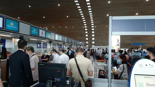 Liên tiếp các chuyên bay đưa công dân Việt Nam từ các nước châu Âu, châu Phi, châu Á về nước - Ảnh 3.