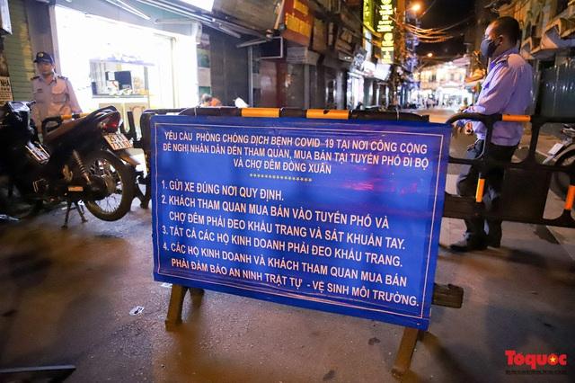 Hàng quán ế khách, phố đi bộ Hà Nội vắng người ngày cuối tuần - Ảnh 15.