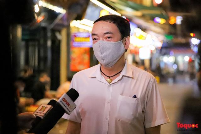 Hàng quán ế khách, phố đi bộ Hà Nội vắng người ngày cuối tuần - Ảnh 13.