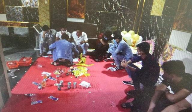 14 thanh niên dương tính ma túy trong tiệc sinh nhật dưới hầm quán karaoke - Ảnh 1.