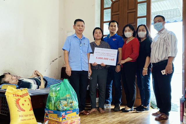 Công đoàn Bộ VHTTDL tặng quà cho các gia đình khó khăn tại Thái Bình - Ảnh 2.