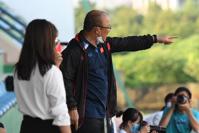 """Quế Ngọc Hải mặt """"trắng bệch"""" hớn hở tái ngộ HLV Park Hang-seo - Ảnh 6."""