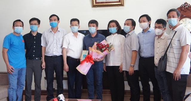 Đoàn y bác sĩ Bệnh viện Chợ Rẫy chia tay Đà Nẵng: Mong mọi người không được lơ là chủ quan, hy vọng Đà Nẵng sẽ sớm trở lại cuộc sống bình thường - Ảnh 1.
