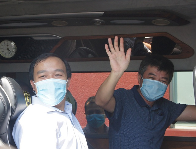Đoàn y bác sĩ Bệnh viện Chợ Rẫy chia tay Đà Nẵng: Mong mọi người không được lơ là chủ quan, hy vọng Đà Nẵng sẽ sớm trở lại cuộc sống bình thường - Ảnh 2.