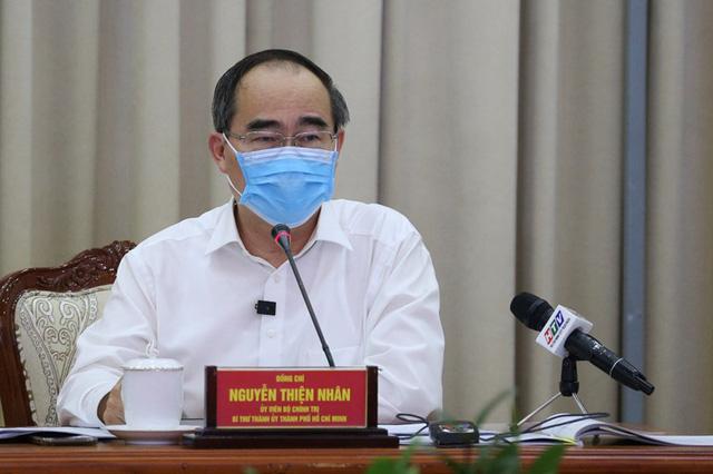 Bí thư Thành ủy TPHCM: Phải ngăn chặn từ xa để phòng ngừa dịch Covid-19 - Ảnh 1.