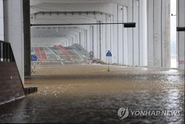 Lũ lụt kéo theo thiệt hại lớn tại Hàn Quốc - Ảnh 5.