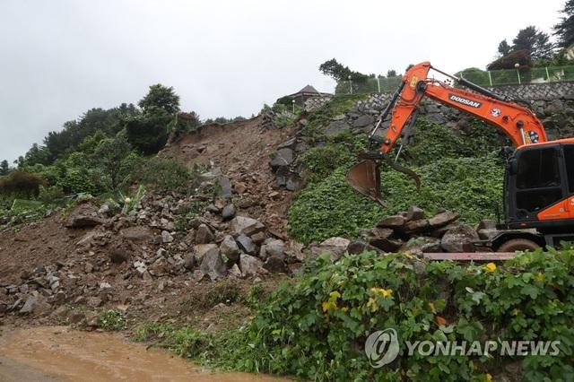 Lũ lụt kéo theo thiệt hại lớn tại Hàn Quốc - Ảnh 4.