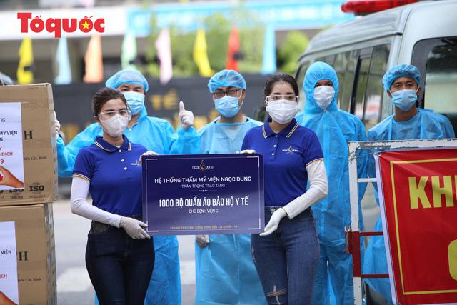 7 bệnh viện ở Đà Nẵng tiếp nhận 7.000 bộ đồ bảo hộ y tế - Ảnh 2.
