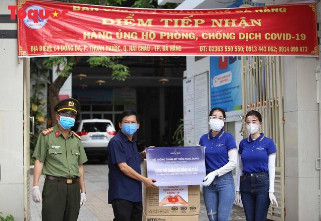 7 bệnh viện ở Đà Nẵng tiếp nhận 7.000 bộ đồ bảo hộ y tế - Ảnh 3.