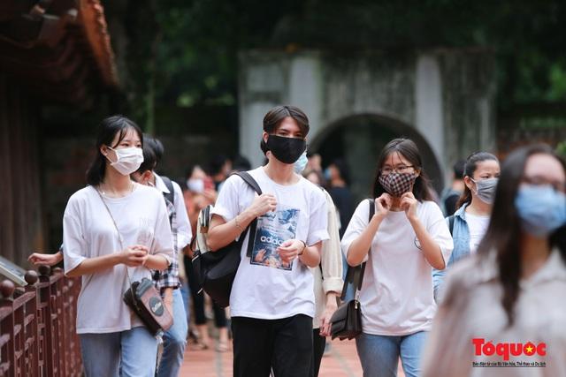 Phun khử khuẩn các điểm thi, Hà Nội chuẩn bị sẵn sàng cho kỳ thi tốt nghiệp THPT 2020 - Ảnh 18.