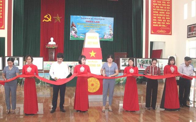 """Triển lãm bản đồ và trưng bày tư liệu """"Hoàng Sa, Trường Sa của Việt Nam- những bằng chứng lịch sử và pháp lý"""" - Ảnh 1."""