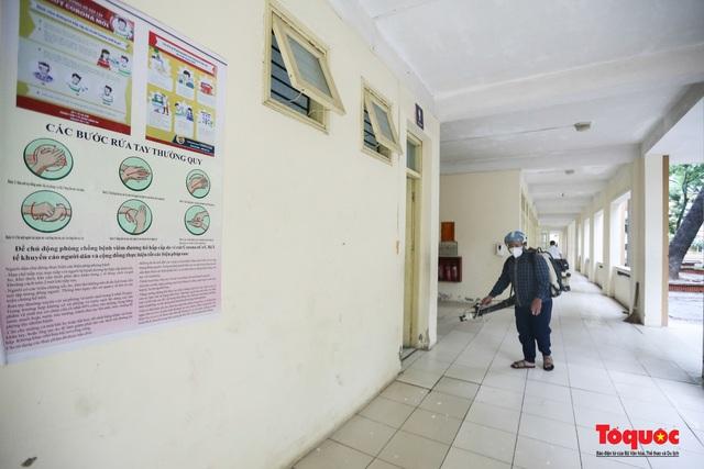 Phun khử khuẩn các điểm thi, Hà Nội chuẩn bị sẵn sàng cho kỳ thi tốt nghiệp THPT 2020 - Ảnh 14.
