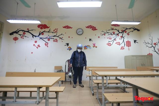 Phun khử khuẩn các điểm thi, Hà Nội chuẩn bị sẵn sàng cho kỳ thi tốt nghiệp THPT 2020 - Ảnh 15.