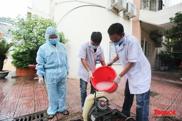 Phun khử khuẩn các điểm thi, Hà Nội chuẩn bị sẵn sàng cho kỳ thi tốt nghiệp THPT 2020 - Ảnh 2.