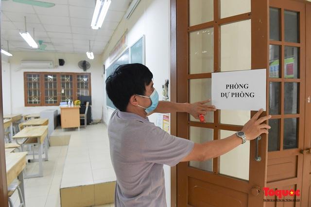 Phun khử khuẩn các điểm thi, Hà Nội chuẩn bị sẵn sàng cho kỳ thi tốt nghiệp THPT 2020 - Ảnh 6.