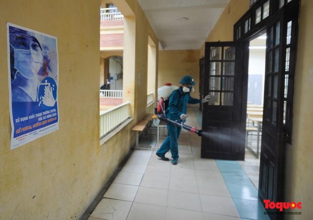 Phun khử khuẩn các điểm thi, Hà Nội chuẩn bị sẵn sàng cho kỳ thi tốt nghiệp THPT 2020 - Ảnh 11.