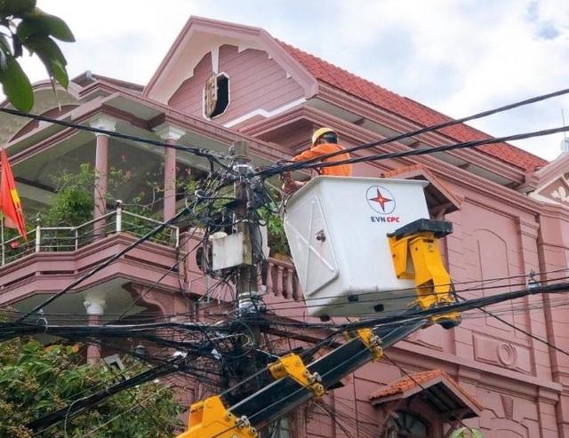 Đảm bảo cung cấp điện cho các tuyến đầu của Huế chống dịch - Ảnh 1.