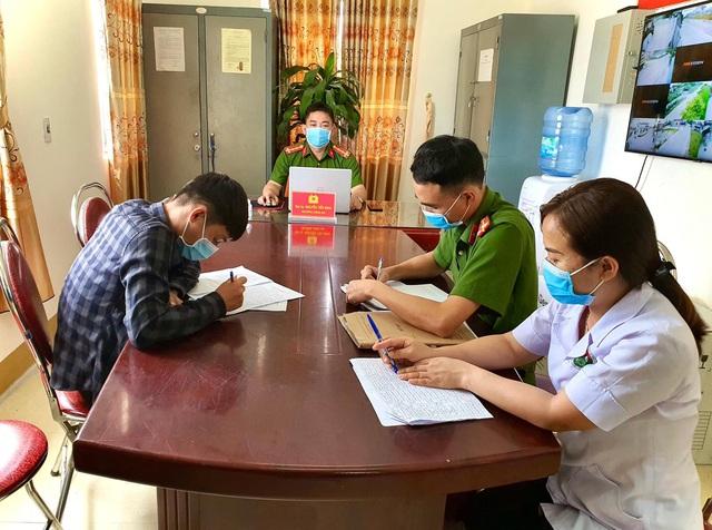Hà Tĩnh: Một sinh viên trở về từ Đà Nẵng trốn cách ly để đi giao dịch tại ngân hàng Vietcombank - Ảnh 1.