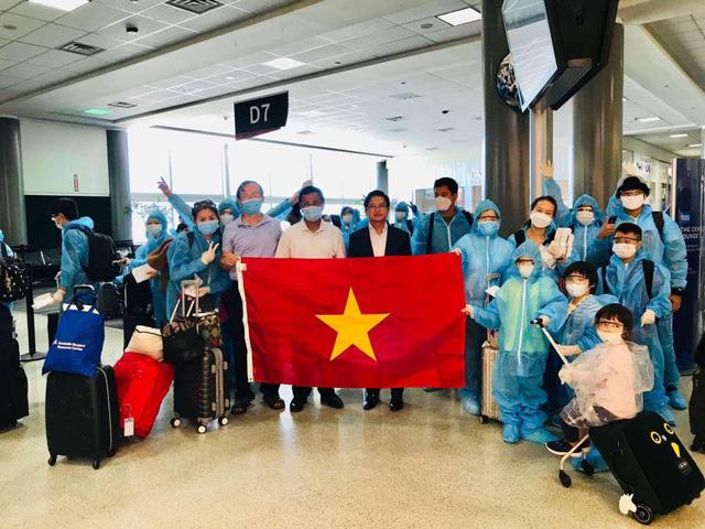 Đưa gần 350 công dân Việt Nam từ Hoa Kỳ về nước an toàn - Ảnh 1.