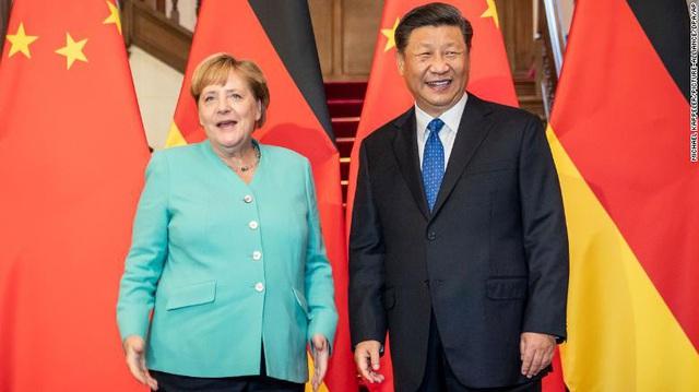 """""""Thân tình"""" EU và Trung Quốc đối mặt nhiều trắc trở trước các căng thẳng với Mỹ - Ảnh 1."""