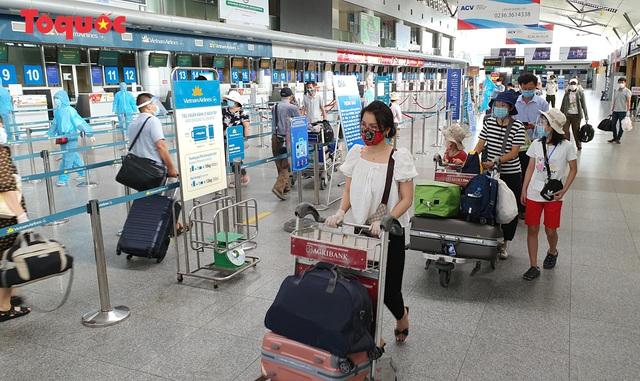 Dỡ bỏ giãn cách trên các phương tiện vận tải hành khách xuất phát từ Đà Nẵng - Ảnh 1.