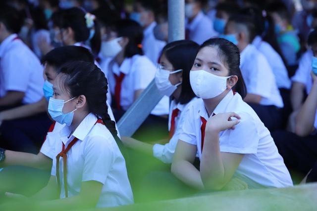 Hàng nghìn học sinh từ lớp 6 đến lớp 12 ở Đà Nẵng bắt đầu trở lại trường học  - Ảnh 11.