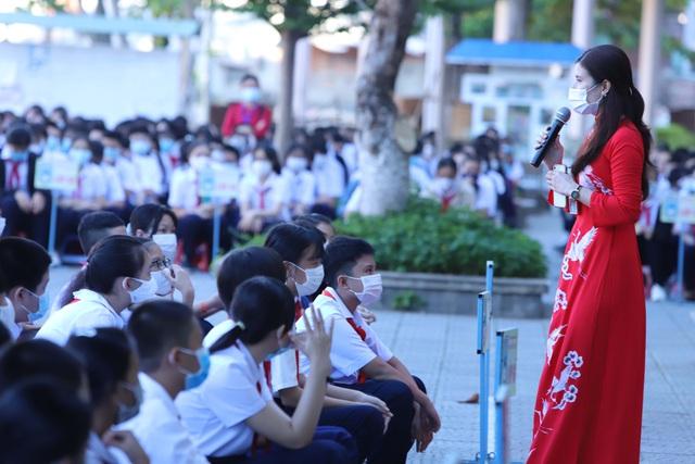 Hàng nghìn học sinh từ lớp 6 đến lớp 12 ở Đà Nẵng bắt đầu trở lại trường học  - Ảnh 2.
