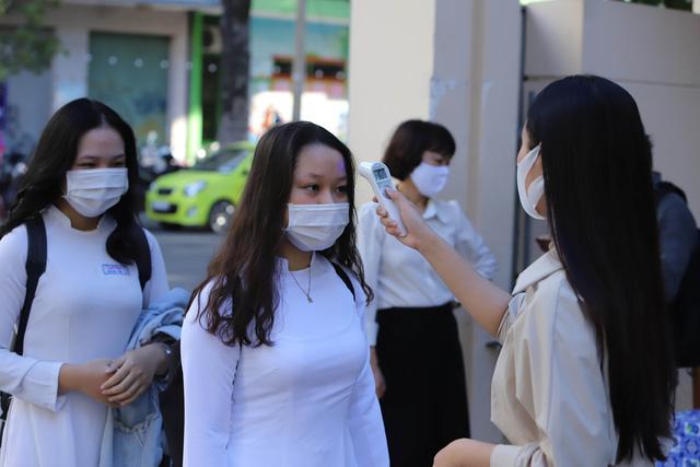 Hàng nghìn học sinh từ lớp 6 đến lớp 12 ở Đà Nẵng bắt đầu trở lại trường học  - Ảnh 5.
