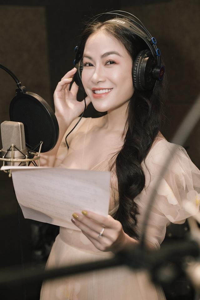 Hoa hậu Tuyết Nga kết hợp với cầu thủ Quế Ngọc Hải ra MV tặng bác sĩ tuyến đầu chống dịch Covid-19 - Ảnh 3.