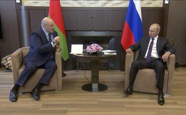 """""""Tranh cãi"""" biểu hiện của Tổng thống Putin trước đồng cấp Belarus: Chiến thuật hay chiến lược? - Ảnh 1."""