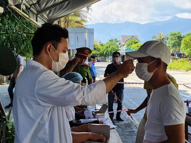 Hàng nghìn người từ Đà Nẵng đăng ký đến Huế sau khi địa phương này nới lỏng hạn chế - Ảnh 1.